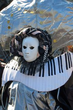 carnival_mask_venice_carnival_of_venice_italy_disguise_piano_mask_of_venice-933787.jpg!d (1200×1802)