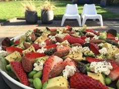 Sommersalat Caprese Salad, Fruit Salad, I Love Food, Lchf, Feta, Broccoli, Salads, Food And Drink, Vegetarian