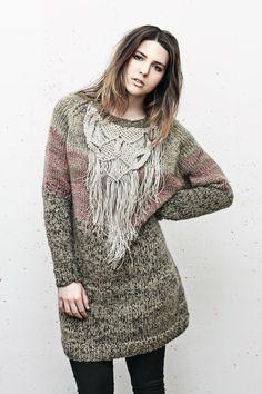 Pullover mit MakrameeKragenStück von AtelierKliko auf Etsy, €400.00