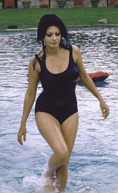 Hollywood Stars, Classic Hollywood, Old Hollywood, Estilo Sophia Loren, Hollywood Actresses, Actors & Actresses, Sophia Loren Images, Actrices Sexy, Italian Actress