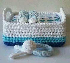 Cesta a ganchillo reciclando un bote de gel. Crochet basket recycling a bottle of gel. Love Crochet, Crochet Gifts, Beautiful Crochet, Crochet Doilies, Crochet Toys, Knit Crochet, Crochet Baskets, Cotton Cord, Crochet Storage