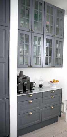 Kitchen Bar White Coffee Stations 31 Ideas For 2019 - Barbara - Coffee Stations Kitchen Interior, New Kitchen, Interior Design Living Room, Kitchen Dining, Kitchen Cabinet Hardware, Kitchen Cabinets, Glass Cabinets, Breakfast Nook Table, Home Coffee Stations
