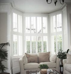 37 Inspiring Victorian Bay Window Seat Ideas – Kitchens WOW – Kitchen Ideas For 2019 Bay Window Shutters, Bay Window Decor, Bay Window Living Room, Home Living Room, Blinds For Bay Windows, Bow Window Curtains, Bay Window Bedroom, Burlap Curtains, Large Windows