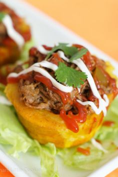 Stuffed Plantain Cups (Tostones Rellenos) ~ Cute little cups of scrumptiousness, filled with shredded beef and topped with mayo and ketchup. Puerto Rican Recipes, Cuban Recipes, Pork Recipes, Rellenos Recipe, Slow Cooker Shredded Beef, Great Recipes, Favorite Recipes, Delicious Recipes, Recipe Ideas