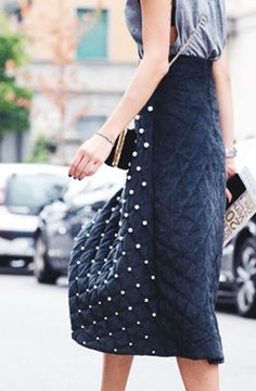 Pearl-embellished summer and fall outfit ideas: a skirt with pearl details