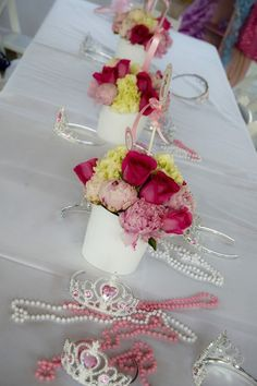 OMG...I LOVE THIS BUT WOULD SO DO WITH FAKE FLOWERS FOR A 3 YEARS OLD PARTY!!