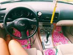 This is SO corny - and i love it. Lilly Pulitzer m Vw Camper, My Dream Car, Dream Cars, Lilly Pulitzer, Console Centrale, Cute Car Accessories, Girly Car, Car Essentials, Prep Life