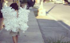 Clo By Clau!: DIY: Crepe paper angel wings - Cómo hacer alitas de ángel con papel crepé y ganchos