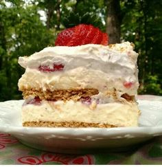 This recipe for Strawberry Cream Cheese Icebox Cake makes a beautiful dessert of layered graham crackers, cheesecake pudding, and strawberries. Pudding Desserts, No Bake Desserts, Just Desserts, Delicious Desserts, Dessert Recipes, Cheesecake Pudding, Cheesecake Cake, Pudding Cake, Blue Desserts
