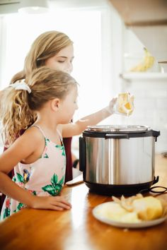 How to Use an Instant Pot: 16 Tips and Tricks That Will Help You Successfully Use the Instant Pot - Live Simply Electric Pressure Cooker, Pressure Cooking, Hot Pot, No Cook Meals, Cooking Time, Instant Pot, Slow Cooker, Veggies, Lunch