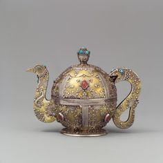 Persian tea pot, via Metropolitan Museum of Art