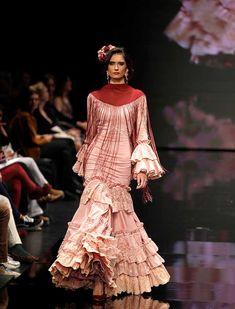 SIMOF 2018: el desfile de Aurora Gaviño, en fotos / J.M. Serrano / Rocío Ruz Vestidos Flapper, Fishtail, Bridal Dresses, Runway, Costumes, Boho, Lace, Flamenco Dresses, Sewing Projects