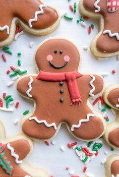 Easy Christmas Cookie Decorating Ideas to Make Your Holidays Merry and Bright Gingerbread Men Sugar Cookiescountryliving Gingerbread Decorations, Gingerbread Man Cookies, Iced Cookies, Cookies Et Biscuits, Holiday Cookies, Decorating Gingerbread Cookies, Christmas Gingerbread Men, Gingerbread Men Icing, Sugar Cookie Decorating