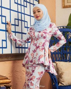 Hijab Teen, Girl Hijab, Beautiful Muslim Women, Beautiful Hijab, Pirate Girl Tattoos, Asian Model Girl, Muslim Women Fashion, Hijab Chic, Looking For Women