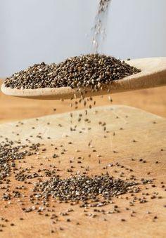 Esiste infine un utilizzo dei semi di chia che ha un grande beneficio per la pulizia dell'intestino: lascia in ammollo in un bicchiere di acqua a temperatura ambiente un cucchiaio da minestra di semi di chia per tutta la notte. I semi di chia sono infatti in grado di assorbire acqua in quantità molto superiore al loro peso e sprigionano un gel benefico (esattamente come accade per i semi di lino) che può essere assunto al mattino a stomaco vuoto per 'pulire' l'organismo. Provali: si trovano…