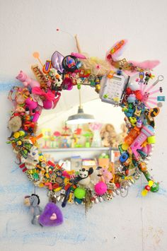 Upcycle Toys – DIY Mirror of Happiness Diy Upcycled Toys, Recycled Toys, Recycled Art, Diy Toys, Recycled Denim, Upcycled Clothing, Diy Projects For Kids, Diy For Kids, Crafts For Kids