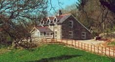 Loughcrot, Drimoleague, Co Cork (Sleeps 1-7) Self Catering Holiday Cottages in Ireland.