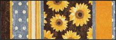 Details:  Im Fokus stehen Sonnenblumen neben dezenten Punkten und Streifen, Warmes Design in erdigen Naturtönen, Vielseitig kombinierbar, Mit rutschhemmender Rückenbeschichtung,  Qualität:  1,9 kg/m² Gesamtgewicht, 7 mm Gesamthöhe, Rücken 100% Nitrilgummi, Rutschhemmende Beschichtung auf der Unterseite,  Flormaterial:  100% Polyamid,  Wissenswertes:  Waschbar bei 60° C, Trocknergeeignet bis zu ...