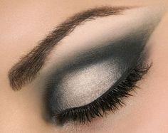 3..2..1..! ¿preparadas para la navidad? Hoy os propongo estos look de maquillaje de ojos en tonos plata, gris, negro ideal para salir a cenar y salir de fiesta por la noche, los maquillajes de ojos…
