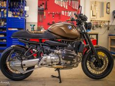 Awesome custom motorcycles images are offered on our site. Cafe Racer Style, Bmw Cafe Racer, Cafe Racer Motorcycle, Bmw Motorcycles, Custom Motorcycles, Custom Bikes, Bmw Scrambler, Bmw Boxer, Bmw R850r