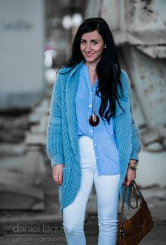 Muss man eigentlich alles können? : Kombi mit dem blauen Cardigan und weißer Jeans