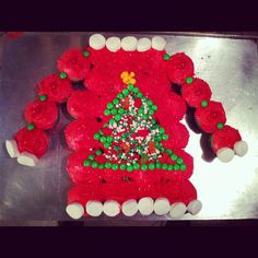 Ugly Christmas Sweater cupcake cake made by me! Use food coloring to dye cupcakes and icing. Used 30 cupcakes to make this :) It was a big hit! Tacky Christmas Party, Tacky Christmas Sweater, Xmas Party, Christmas Goodies, Christmas Treats, Christmas Baking, Holiday Treats, Christmas Humor, Christmas Holidays