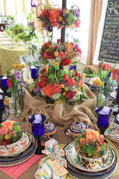 ♥ #tablescape (flower pots on the plates)