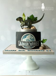 Jurassic World - Cake by Louise Jackson Cake Design - CakesDecor Boys 8th Birthday, Park Birthday, Dinosaur Birthday Party, Birthday Cake, Dino Cake, Dinosaur Cake, Jurrasic Park Cake, Jurassic World Cake, Festa Jurassic Park