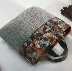Gorgeous quilted tote by Quilting Queen Yoko Saito. Check out that amazing 'basket weave' style quilting.