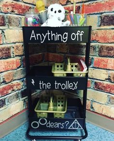 Here's a neat organization idea for a Harry Potter themed classroom! Harry Potter Library, Harry Potter Classes, Deco Harry Potter, Harry Potter Classroom, Harry Potter Room, Harry Potter Theme, Harry Potter Birthday, Harry Potter Bathroom Ideas, Divergent Birthday