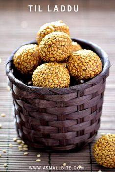 Sesame Laddu recipe is prepared for almost all main Indian festivals like Ganesh Chaturthi, Makar Sankranti, Janmashtami and Karthigai Deepam. Jaggery and sesame are the two main ingredients needed. Indian Dessert Recipes, Indian Sweets, Indian Snacks, Indian Recipes, Sweet Recipes, Dog Food Recipes, Snack Recipes, Cooking Recipes, Laddoo Recipe