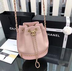 Chanel 2019 new woman drawstring bucket bag chain shoulder bags pink Hannah Burberry Handbags, Chanel Handbags, Fashion Handbags, Purses And Handbags, Fashion Bags, Chanel Bags, Chanel Chanel, Cheap Handbags, Handbags Online