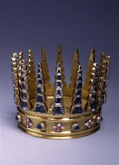 """A Saxon crown, quarter century.strange to see a real crown that looks so much like the crowns in our heads. Very storybook! This looks like something out of """"Game of Thrones""""! Gold Crown, Crown Royal, Crown Jewels, Royal Tiaras, Tiaras And Crowns, Ancient Jewelry, Antique Jewelry, Real Crown, Ring Armband"""
