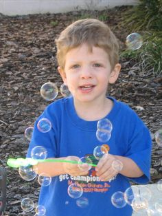 Blowing bubbles with a toddler is one of my favorite things to do in therapy. It's a simple activity that can be used to target many skills and is easy for parents to do too. Here's a quick rundown...