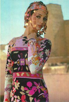 Standard jewelneck and v-neck maxi Sixties Fashion, Funky Fashion, Vintage Fashion, Bohemian Baby, Rock Outfits, Bohemian Gypsy, Glam Rock, Fashion Colours, Style Inspiration