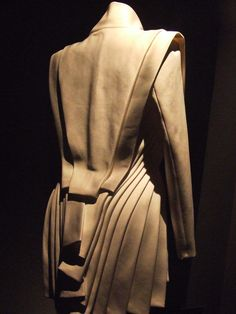Fashion Architecture - structured fashion with sculptural layering // Dice Kayek
