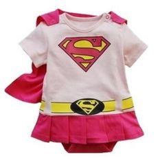 Ensemble Super Héroïne rose Ce body Super héro accompagnée de sa cape rouge détachable sera un cadeau de naissance original, parfait pour un super bébé.