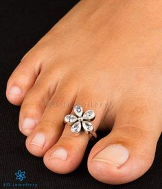 An exquisite pair of Sterling silver toe-rings handcrafted in a flower motif and studded with white Zircon. Worldwide shipping available. Emerald Ring Gold, Emerald Jewelry, Sterling Silver Toe Rings, Silver Rings, Beaded Rings, Gemstone Rings, Toe Ring Designs, Peacock Jewelry, Cluster Ring