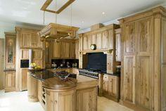This Pippy Oak Kitchen creates a luxurious warm surrounding