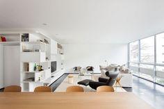 L'Architecte brésilien Felipe Hess signe un nouveau projet, cet appartement lumineux et spacieux (220m2) situé dans un immeuble moderniste des années 60 à Sao Paulo.