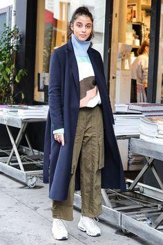 おしゃれローカルを探せ! 海外ストリートスナップ:パリ - おしゃれローカルを探せ! 海外ストリートスナップ | VOGUE GIRL Cool Street Fashion, Street Style, Winter Outfits, Normcore, Coat, Fashion Fashion, Clothes, Outfits, Sewing Coat
