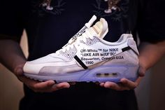 best service c59f5 cfe71 A Better Look at the OFF-WHITE x Nike Air Max 90 Hypebeast, Löparskor