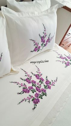 Hand Embroidery Patterns Flowers, Border Embroidery Designs, Hand Embroidery Flowers, Silk Ribbon Embroidery, Handmade Bed Sheets, Bed Cover Design, Designer Bed Sheets, Brazilian Embroidery, Sewing Stitches