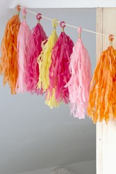 Tassel slinger: roze, oranje, geel van KidsPartyKitchen via http://nl.dawanda.com/