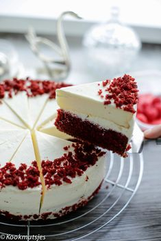Red velvet cheesecake – Food And Drink Delicious Cookie Recipes, Sweet Recipes, Cake Recipes, Yummy Food, Food Cakes, Cupcake Cakes, Cupcakes, Super Cookies, Cake Cookies