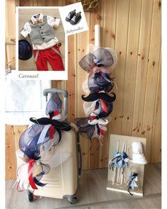 Υπέροχο σετ βάπτισης σε αποχρώσεις τού μπλε, λευκού και κόκκινου,με διακοσμητικά ξύλινα μουστάκια και κορδέλες..  Αποτελούμενο από τροχήλατη βαλίτσα σε εκρού χρώμα (διαστάσεις 55*40*20),  λαμπάδα βάπτισης 80 εκατοστών, σετ λαδόπανα (μεγάλο λαδόπανο, μεγάλη βαμβακερή πετσέτα και εσώρουχα),  γυάλινο μπουκλάκι για το λάδι, τρία κεράκια για την κολυμπήθρα, δύο σαπουνάκια χεριών και μικρή   πετσέτα για τον πάτερ, όλα στολισμένα σε ίδιο ύφος!! Hanukkah, Wreaths, Home Decor, Decoration Home, Door Wreaths, Room Decor, Deco Mesh Wreaths, Home Interior Design, Floral Arrangements