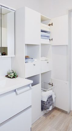 洗面脱衣室/トイレ|片付く収納の家「MONOプレイス」|ウィザースホーム Small Storage, Built In Storage, Japanese Furniture, Laundry Room Organization, Washroom, Architect Design, My Room, My Dream Home, Home Projects