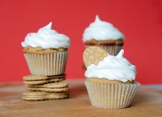 mmm FlufferNutter cupcakes - a tasty mix of peanut butter, nutella, and marshmallow fluff :P