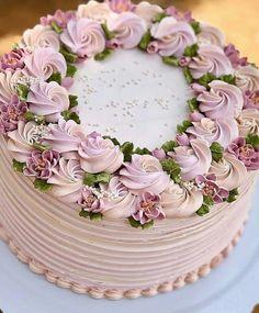 Regrann from - 💟 - dessert - Cake-Kuchen-Gateau Cake Decorating Piping, Cake Decorating Designs, Cake Decorating Techniques, Cake Designs, Decorating Ideas, Gorgeous Cakes, Pretty Cakes, Buttercream Flower Cake, Buttercream Frosting