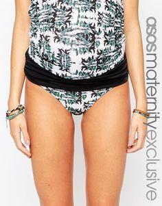 Bikinislip für Schwangere, exklusiv erhältlich in der ASOS Maternity Kollektion aus Stretchmaterial für Bademode gefalteter Kontrastbund passt in allen Phasen der Schwangerschaft Handwäsche 82% Polyester, 18% Elastan